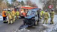Frontale botsing na schuiver op gladde weg in Ravels: twee vrouwen gewond