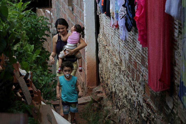 Stoffige straten en half afgebouwde huizen in São Lourenço da Mata, een satellietstad van het Braziliaanse Recife. Beeld Hollandse Hoogte / AP