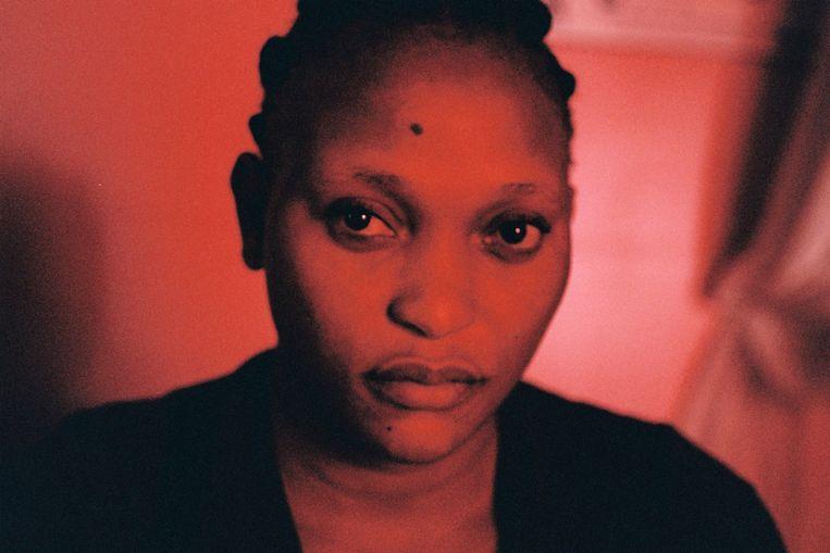 Félicité', vanaf donderdag te zien in de bioscoop, tekent het leven van een alleenstaande moeder in Kinshasa, de Congolese hoofdstad met twaalf miljoen inwoners. Beeld RV