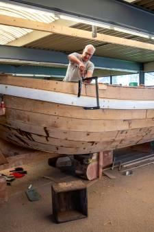 Nieuwe mijlpaal voor historische trekschuit Maassluis; het casco is klaar