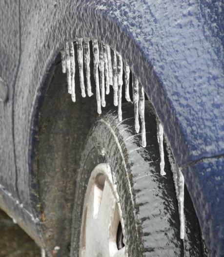 Code geel: wegen vannacht verraderlijk glad door ijzel en sneeuw