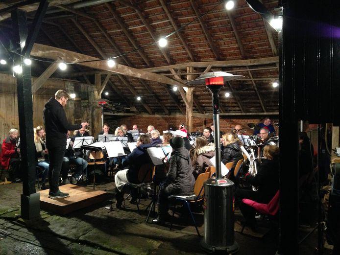 Muziek op een bijzondere locatie in oud Borne is een van de onderdelen van het kerstfestijn.