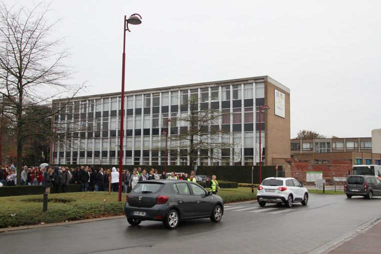 680 leerlingen van Sint-Joris moesten de secundaire school gisteren even ontruimen.