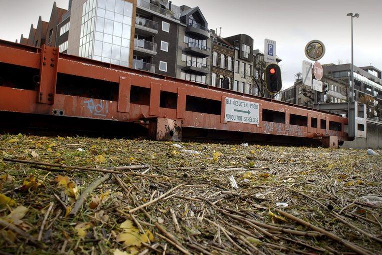 De waterkering aan de Scheldekaaien in Antwerpen.