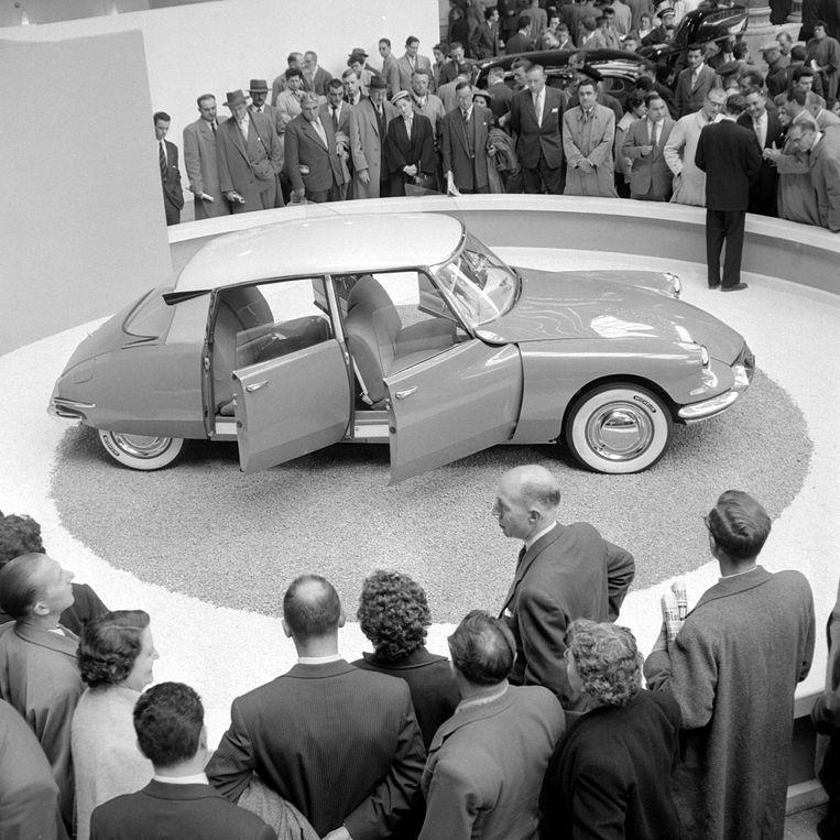 Presentatie van de Citroen DS in 1955 in Parijs.  Beeld AFP