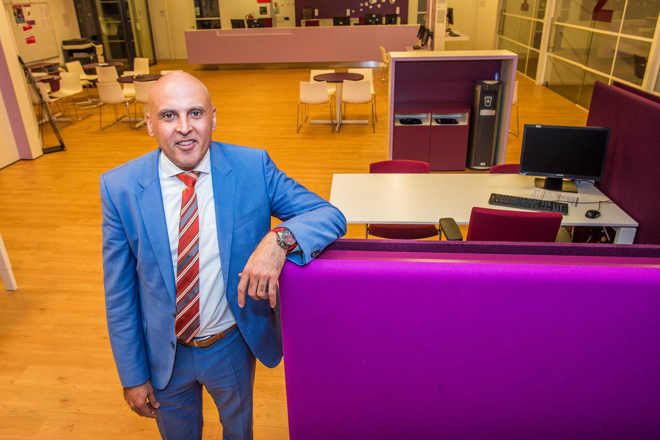De directeur van de sociale dienst en werkvoorziening in De Langstraat verruilt zijn baan bij Baanbrekers voor een functie bij de gemeente Rotterdam.
