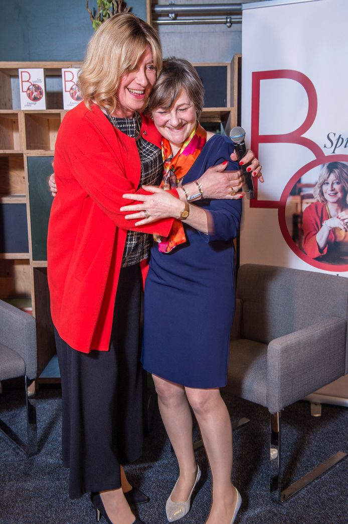 """En óf vrouw Marianne een dikke knuffel verdient. """"Ze twijfelde eerst of ze op de foto wilde"""", zegt Bo."""