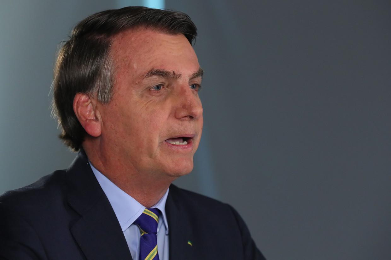 De Braziliaanse president Bolsonaro vindt dat je voor corona helemaal niet bang hoeft te zijn. Het is niet meer dan een simpel griepje, zei hij.