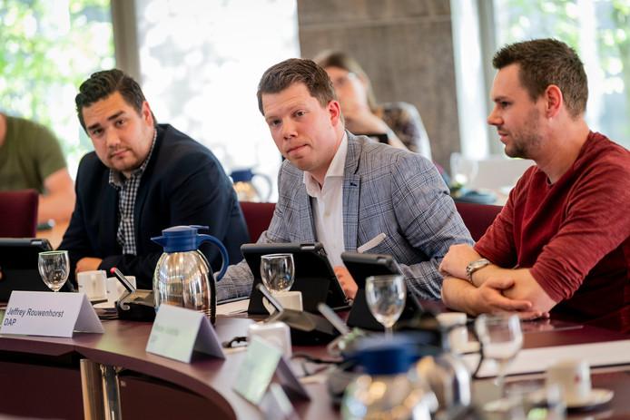 De drie vertrekkende fractieleden van DAP tijdens de formatie, vorig jaar. Van links naar rechts: Dario Prinsen, Jeffrey Rouwenhorst en Wesley Uuldriks.