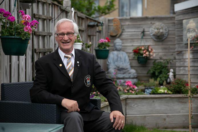 Judoscheidsrechter Wil Haans heeft judobondsridderschap gekregen.