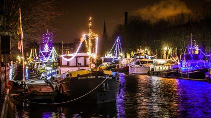 Versierde boten hullen Coupure in kerstsfeer