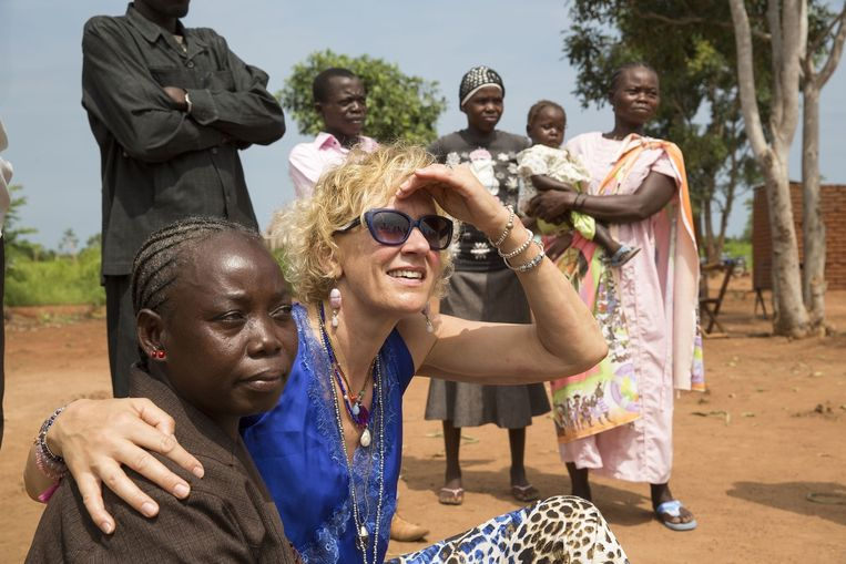 Cordaid-directeur Simone Filippini tijdens een bezoek aan het Zuid-Soedanese dorp Wau. Beeld anp