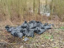 Tientallen vuilniszakken gedumpt bij strandje Rijswijk