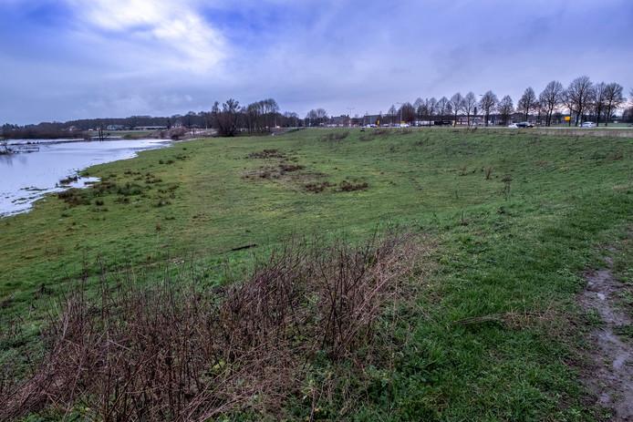 Het gebied waar eventueel de schuif in de dijk komt, tussen de rotonde in de N271 en het bedrijf CNC.