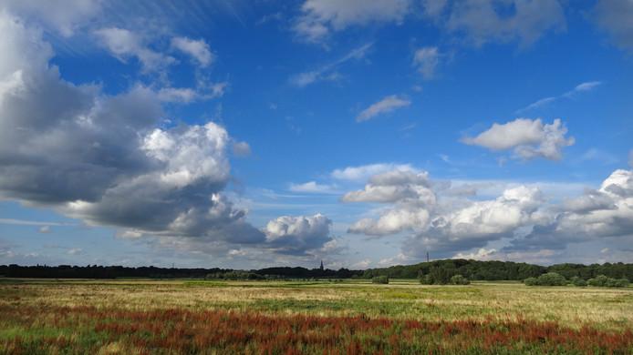 Hollandse lucht boven de Brabantse Wal. Tien West-Brabantse natuurclubs pleiten voor het behoud van deze groene long.