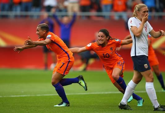 Shanice van de Sanden maakt de winnende treffer tegen Noorwegen.