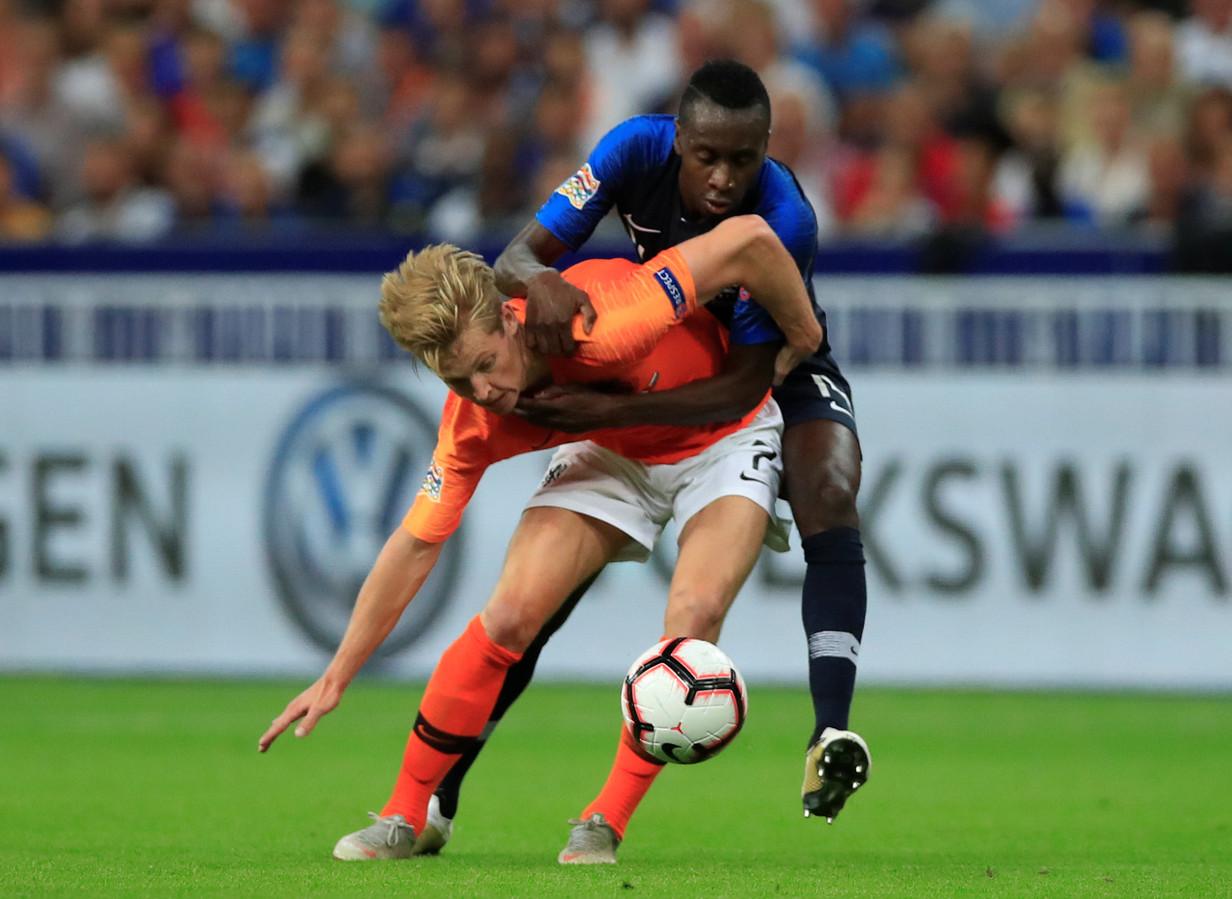 Frenkie de Jong in duel met Blaise Matuidi.