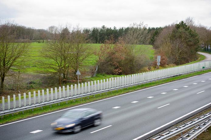 De plek langs de A2 bij Leende die in beeld is als locatie voor vier tot zes windmolens.