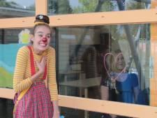 Coronaclowns als Sis in Etten-Leur 'overspoelen' het land