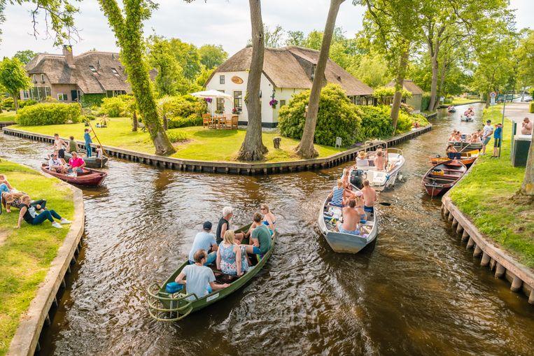 In Giethoorn doe je alles met de boot