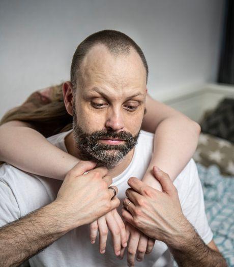 Twentenaar geeft niet op en doet ook in Duitsland aangifte tegen pedohandboek