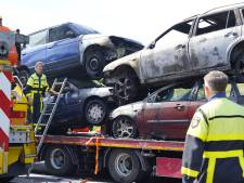 Sloopauto's op oplegger in brand tussen Oosterhout en Breda, brandweerauto botst met auto
