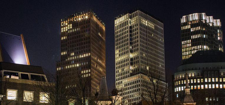 Skyline van Den Haag, met links naast het ministerie van Veiligheid en Justitie het gebouw van Binnenlandse Zaken. Er gaan steeds meer stemmen op om de politie weer naar Binnenlandse Zaken te verhuizen. Beeld Jiri Buller