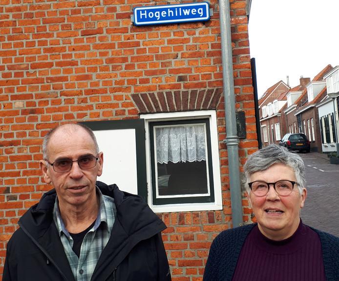 David Wisse en Wies Keunen van de Stichting Leefbaarheid Kom Domburg vinden dat er echt iets gedaan moet worden tegen de kamerverhuur.