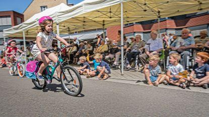 Kinderen koersen het schooljaar uit rond WZC Sint-Vincentius