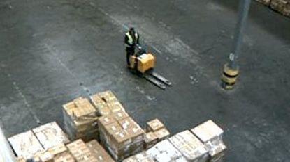 Brutale dieven laden voor drie miljoen euro aan elektronica in vrachtwagens uit loods Schiphol