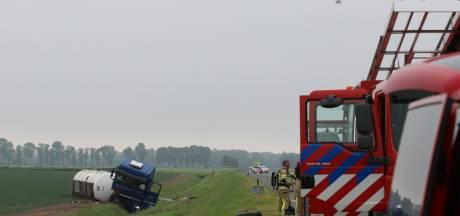 Vrachtwagen met acrylzuur crasht op A6: weg dicht van Lelystad naar Friesland