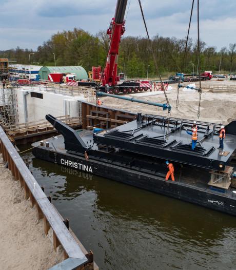 Plaatsen van loodzware deuren voor Reevesluis tussen Kampen Dronten uitgesteld