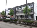 Het gebouw links op de hoek van de Magazijnstraat maakt plaats voor De Bankier. Het gebouw rechts - gemeentelijk monument, oorspronkelijk gebouwd voor bankier Van Mierlo & Zoon - wordt gehandhaafd.