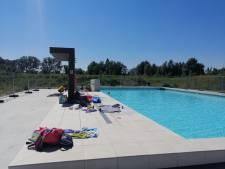 Eindelijk buitenbaden in Zoetermeer, maar bijna niemand die erin zwemt: 'Lekker rustig zo'