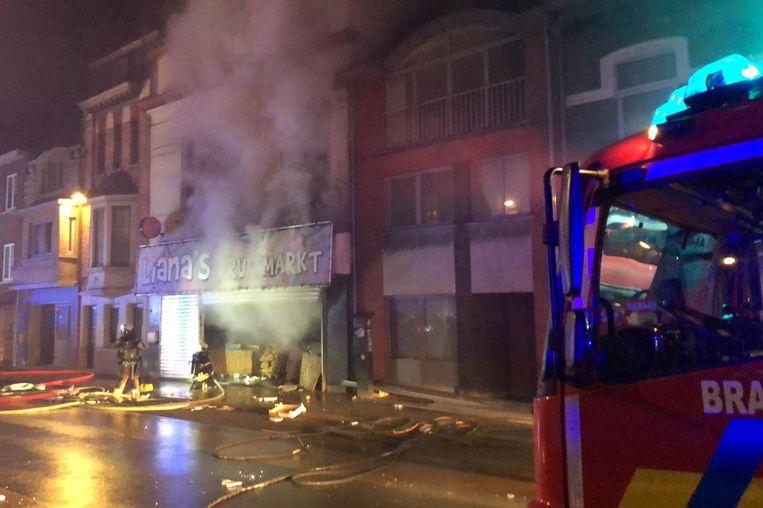 De brand situeerde zich bij Lianas Fruitmarkt in de Weggevoerdenstraat in Ninove.