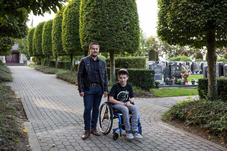 """""""Het kerkhof van Tongeren scoort ondermaats wat betreft de toegankelijkheid van mindervaliden"""", besluiten Frederick Panis en Laurens Portugaels."""
