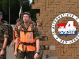 Luchtmachtmilitairen lopen van Woensdrecht naar Nijmegen