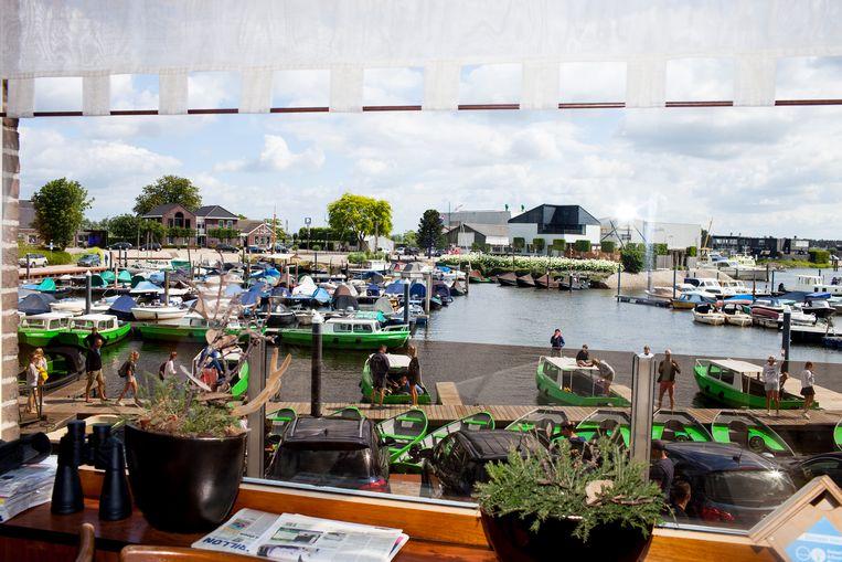 Het uitzicht vanuit het kantoor van Diepstraten Bootverhuur.  Beeld Renate Beense