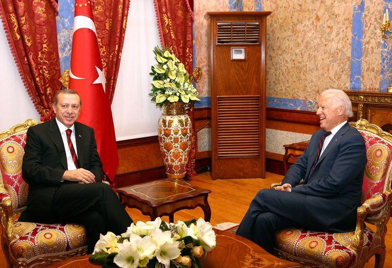 De Turkse president Erdogan(links)zaterdag met de Amerikaanse vicepresident Biden die een bezoek bracht aan Ankara. Beeld afp