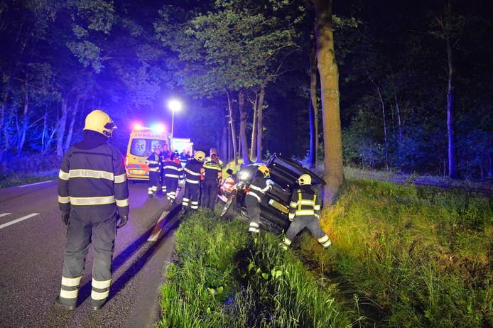 Man raakt met auto van de weg in Westerhoven