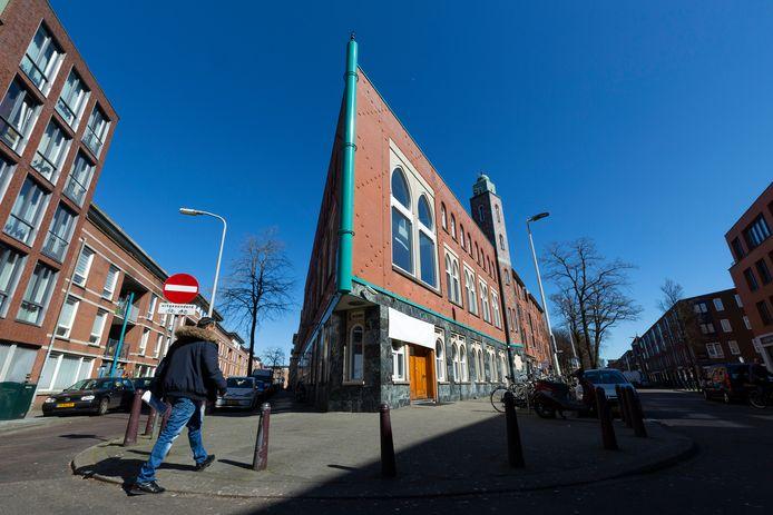 Moskee El Islam in de Haagse Schilderswijk is net als andere islamitische gebedshuizen in Nederland al een paar weken gesloten vanwege het coronavirus. Omdat bezoekers niet meer komen, zijn er nauwelijks donaties meer.