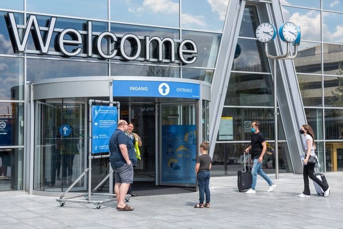 De entree van Eindhoven Airport.