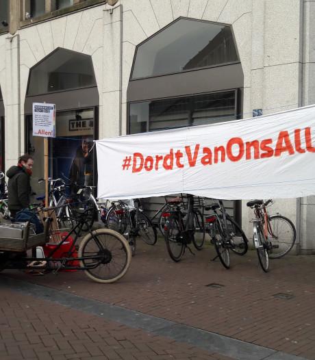 Demonstranten tegen flyeractie Wilders op de been in Dordtse binnenstad