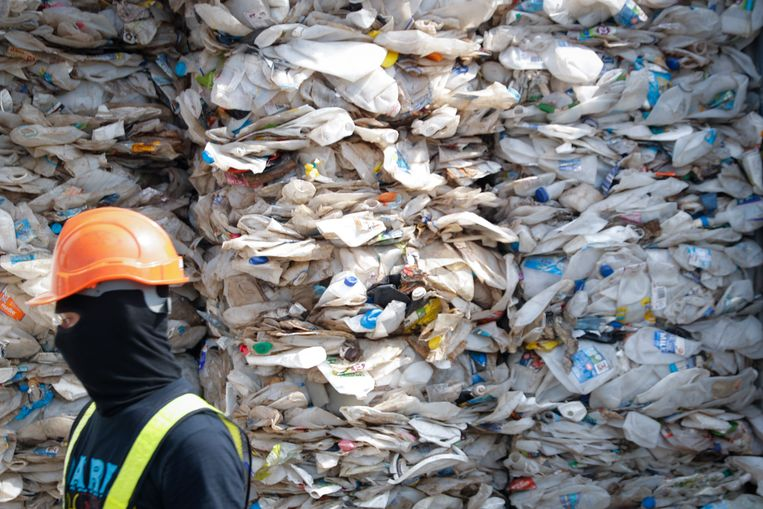 Steeds meer Aziatische landen, zoals hier Maleisië, willen het afval niet meer dat door landen als de VS, Australië en Canada per boot naar hen wordt gestuurd.