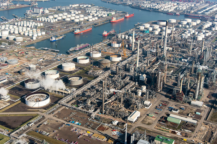 Chemisch ongeluk bij bedrijf in Rotterdamse Botlekgebied.