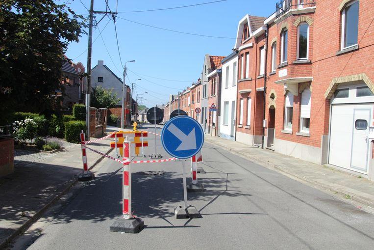 De wegverzakking situeert zich in de Openveldstraat in Lede.