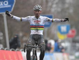 Van der Poel houdt Van Aert af en wint voor 5de opeenvolgende keer in Hamme