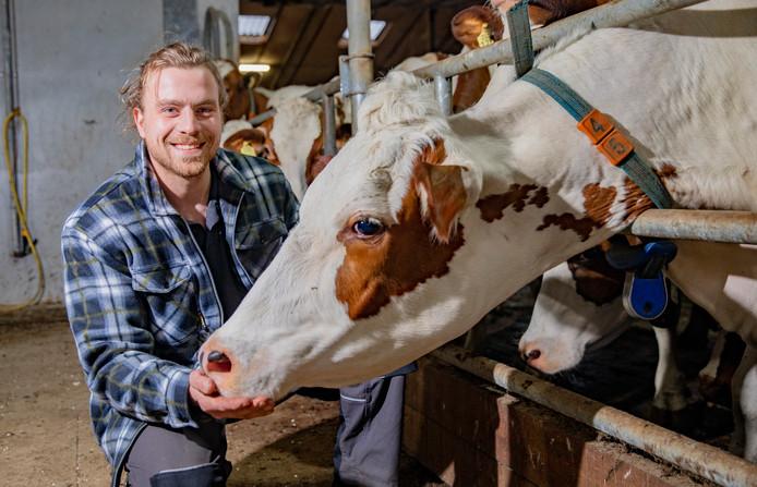 Boer Joris Slagman is stapelgek op zijn koeien én op vriendinnetje Renee.
