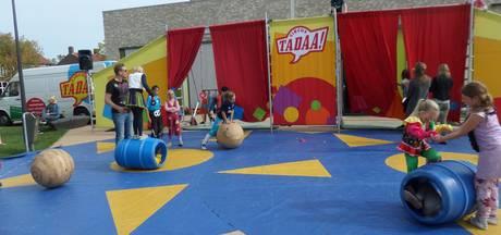 Tadaa! Circusvoorstelling door kinderen bij de opening van De Dussenaar