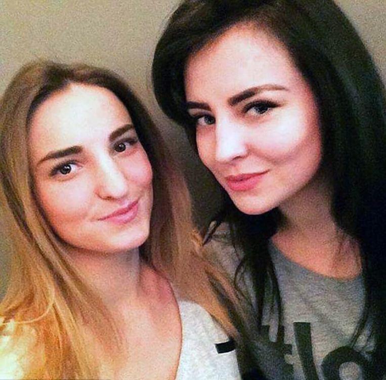 Oksana met haar zus Diana.